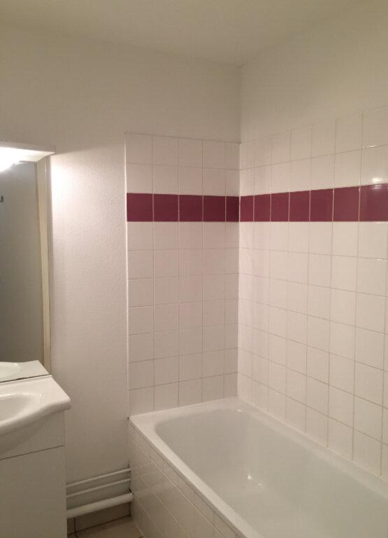 Appartement à louer 3 55.9m2 à Rouen vignette-11