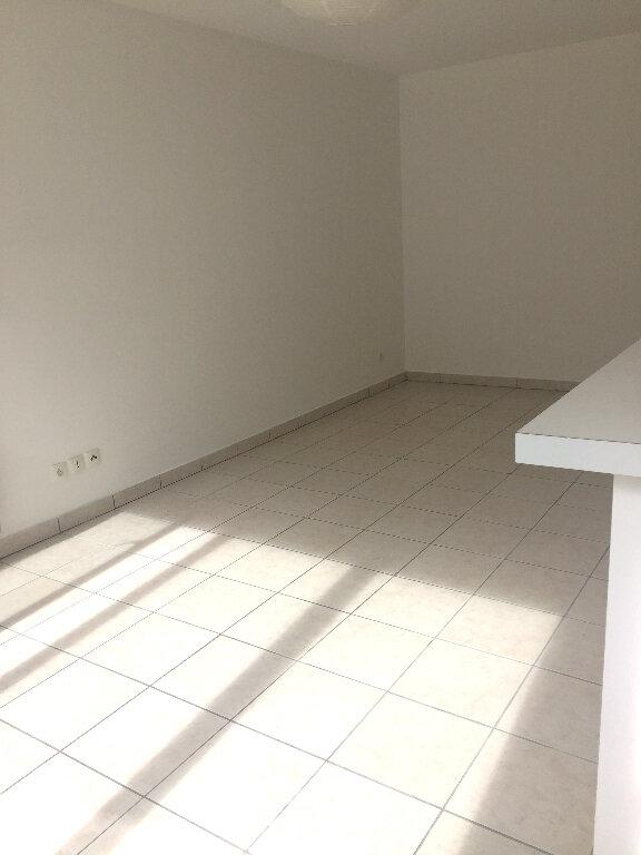 Appartement à louer 3 52.7m2 à Rouen vignette-3