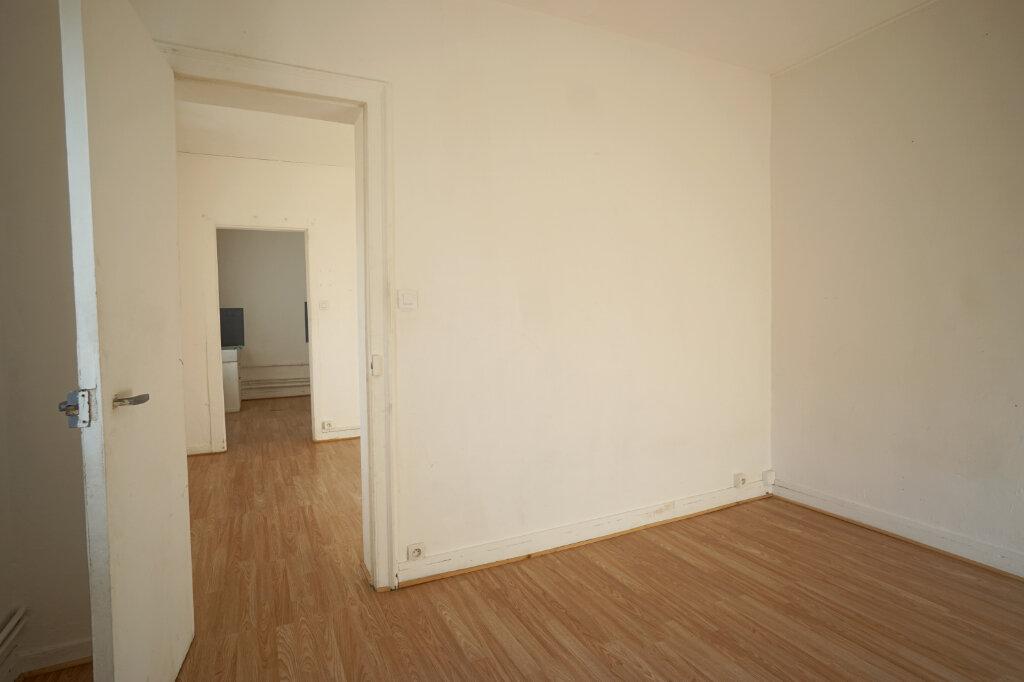 Appartement à louer 2 30m2 à Saint-Étienne-du-Rouvray vignette-1
