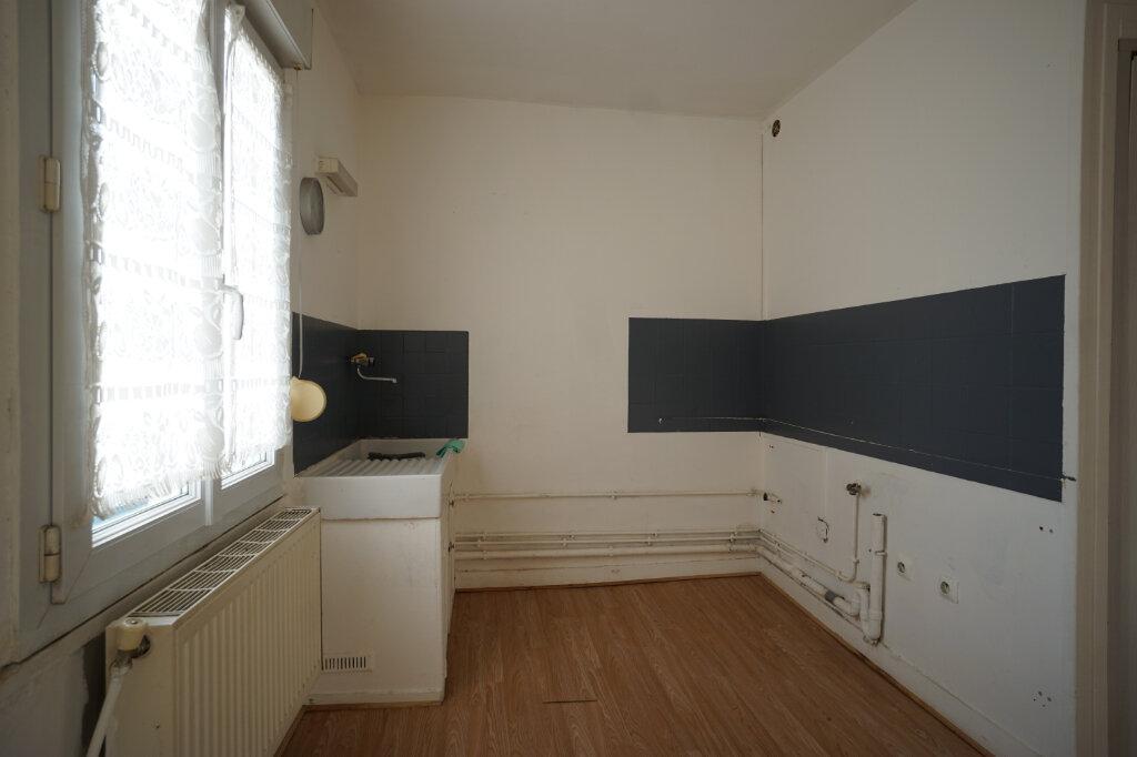 Appartement à louer 2 30m2 à Saint-Étienne-du-Rouvray vignette-3