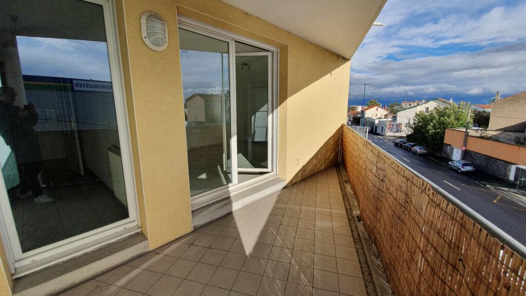 Appartement à louer 3 64.8m2 à Clermont-Ferrand vignette-1