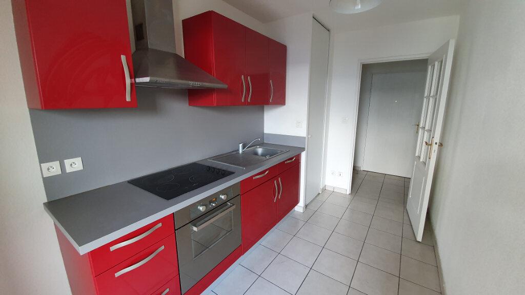 Appartement à louer 3 64.8m2 à Clermont-Ferrand vignette-2
