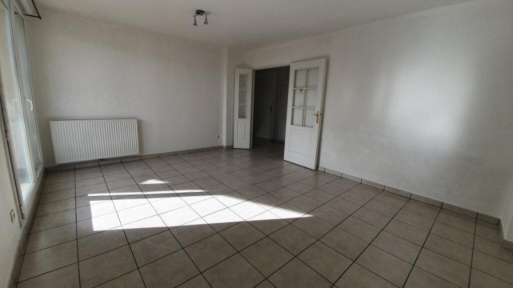 Appartement à louer 3 64.8m2 à Clermont-Ferrand vignette-3