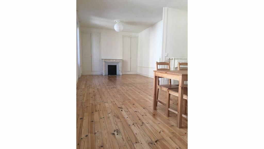 Appartement à louer 4 110.23m2 à Clermont-Ferrand vignette-1