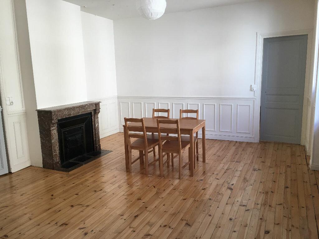 Appartement à louer 4 110.23m2 à Clermont-Ferrand vignette-2