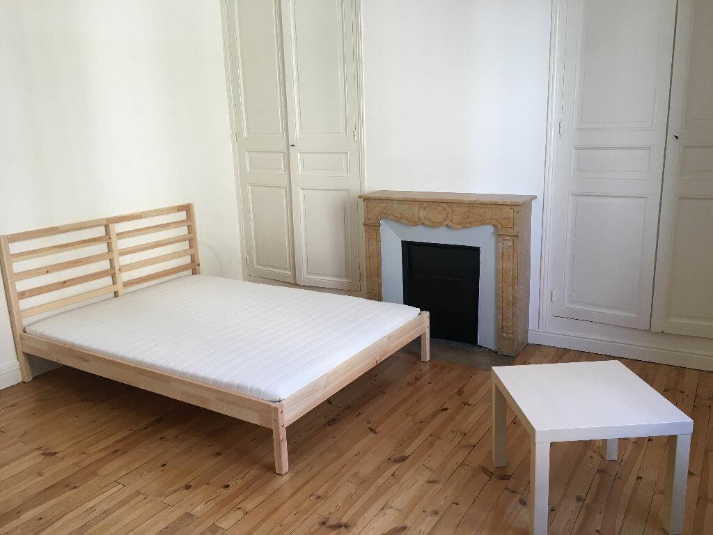 Appartement à louer 4 110.23m2 à Clermont-Ferrand vignette-3