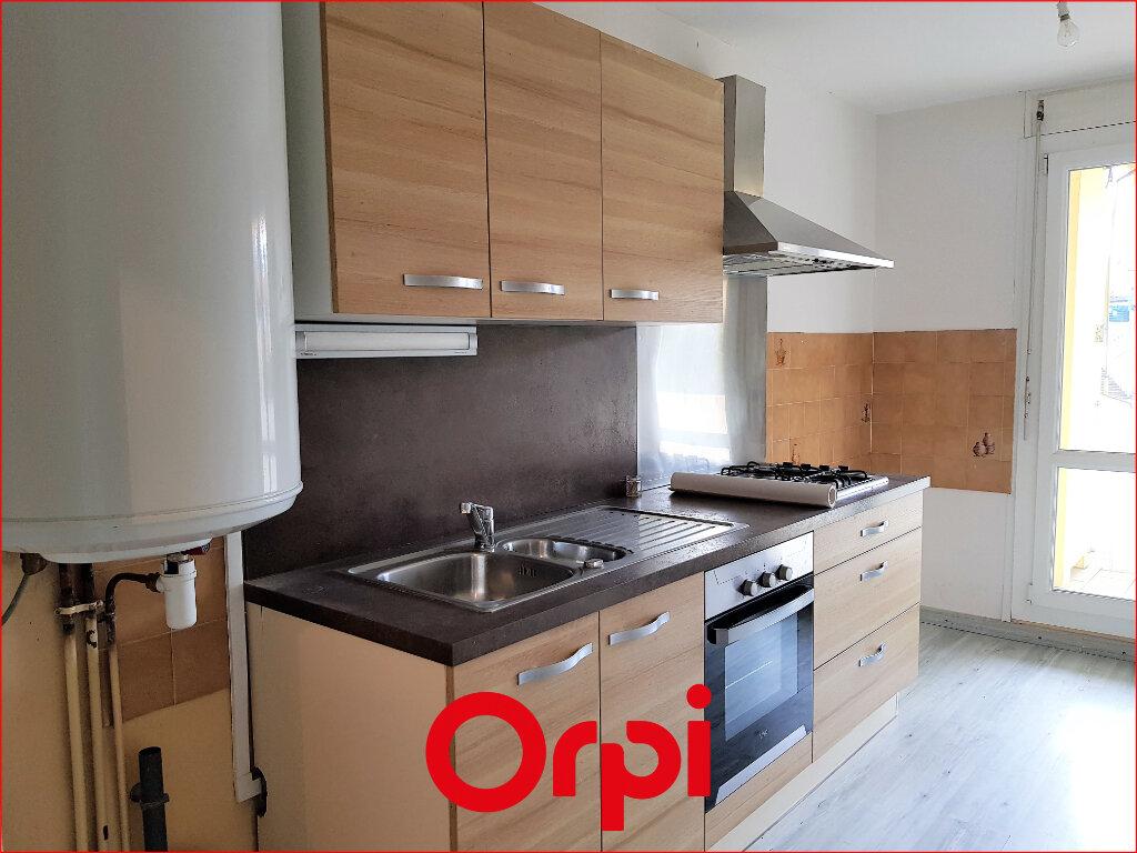 Appartement à louer 4 88.57m2 à Cournon-d'Auvergne vignette-1