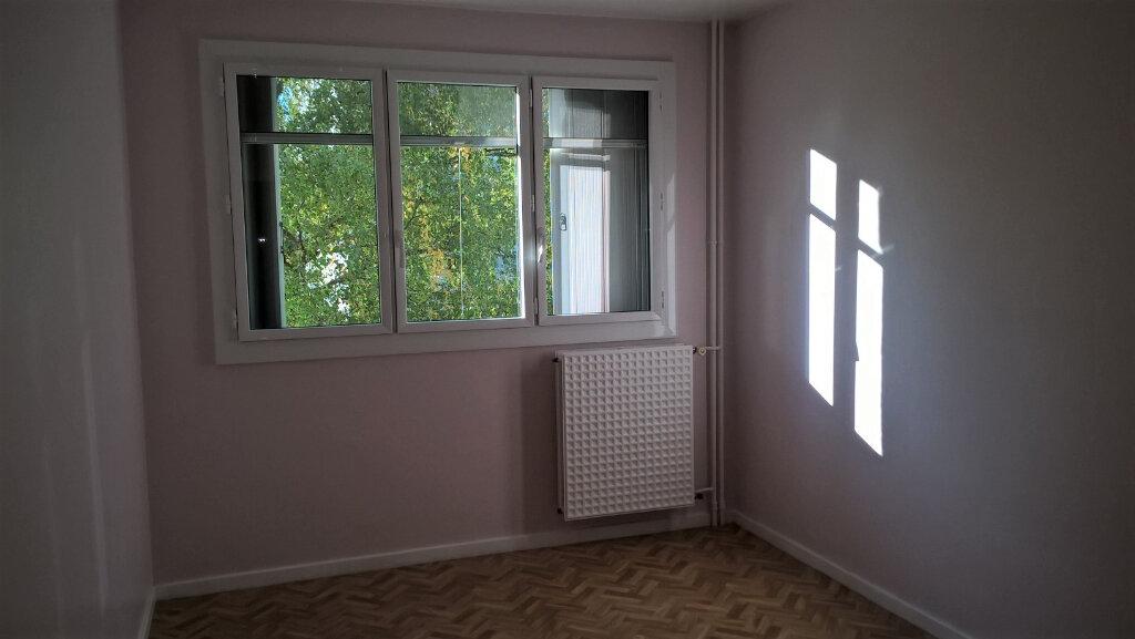 Appartement à louer 4 94.74m2 à Cournon-d'Auvergne vignette-3