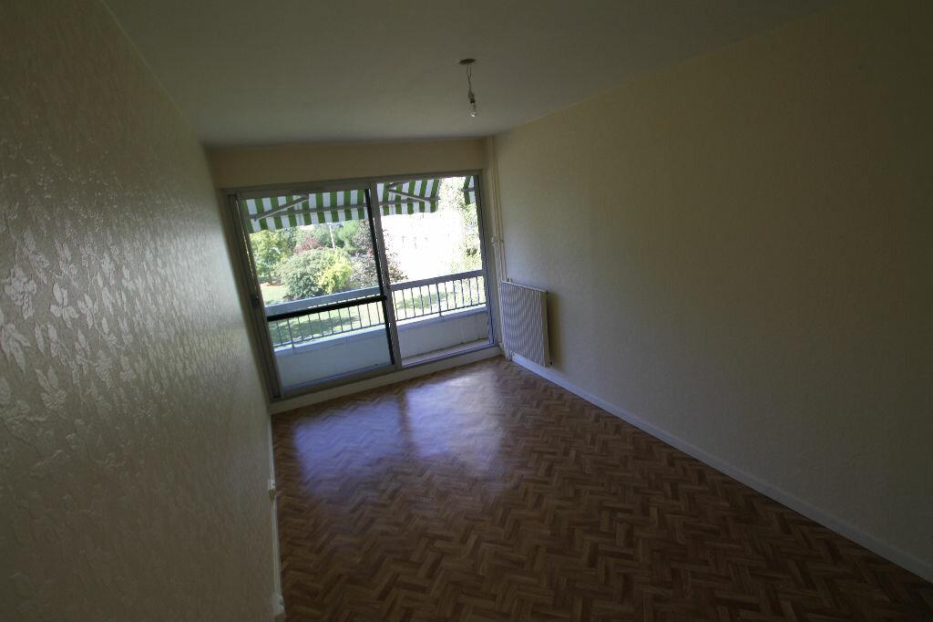 Appartement à louer 4 94.74m2 à Cournon-d'Auvergne vignette-4