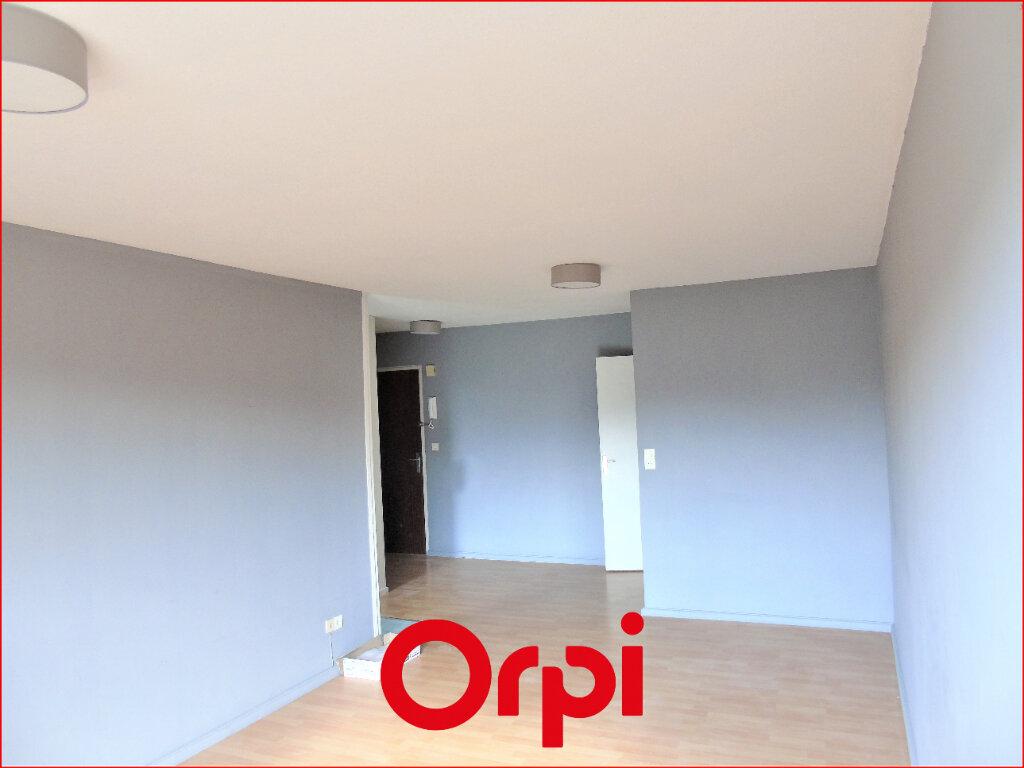 Appartement à louer 2 60m2 à Clermont-Ferrand vignette-2