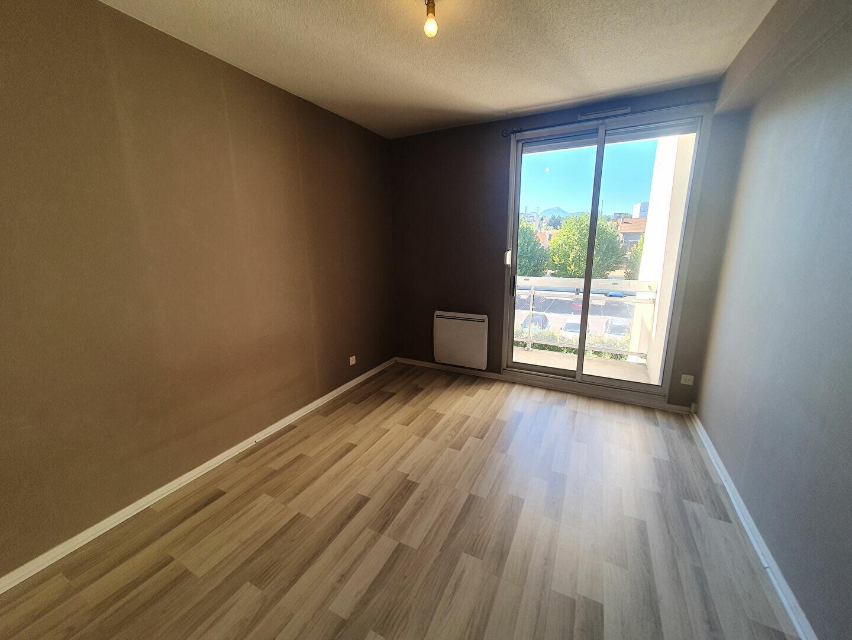 Appartement à louer 2 60m2 à Clermont-Ferrand vignette-3