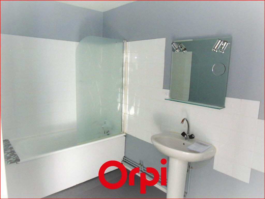 Appartement à louer 2 60m2 à Clermont-Ferrand vignette-4
