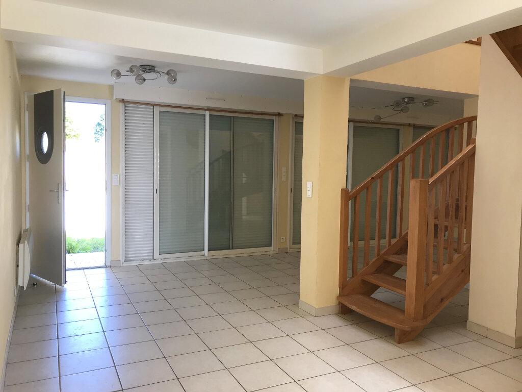 Appartement à louer 3 112m2 à Castelnau-Chalosse vignette-3