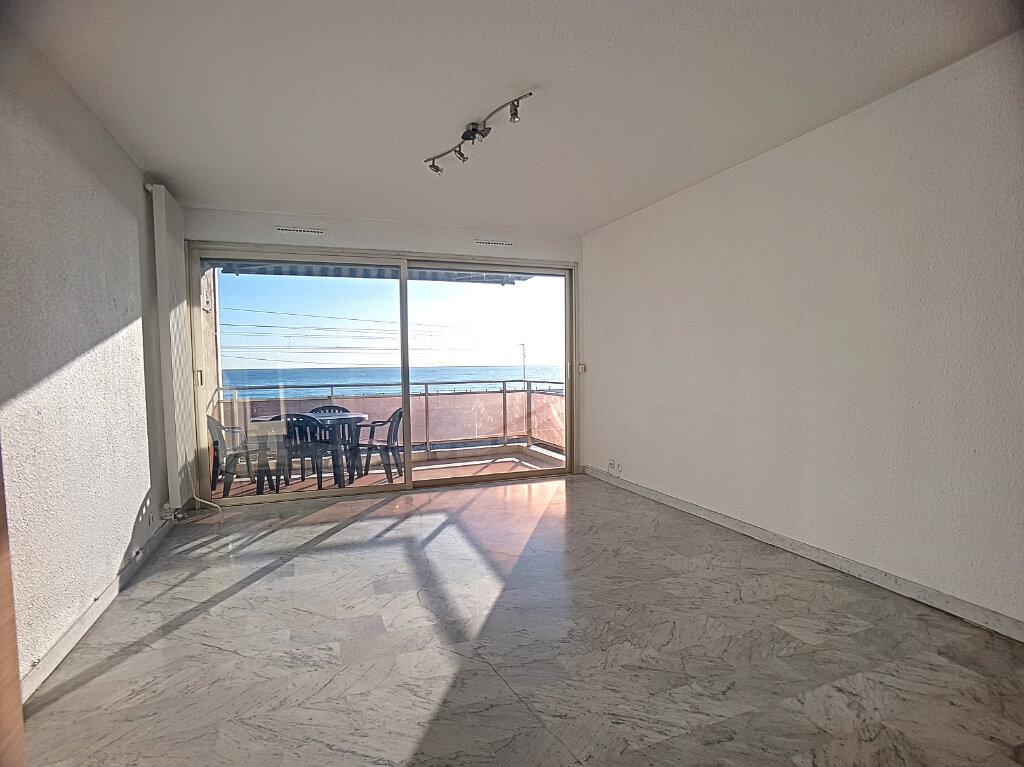 Appartement à louer 1 27m2 à Antibes vignette-1