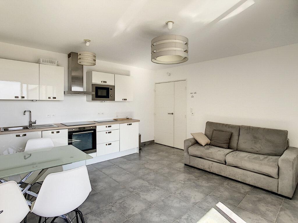 Appartement à louer 1 31m2 à Antibes vignette-3