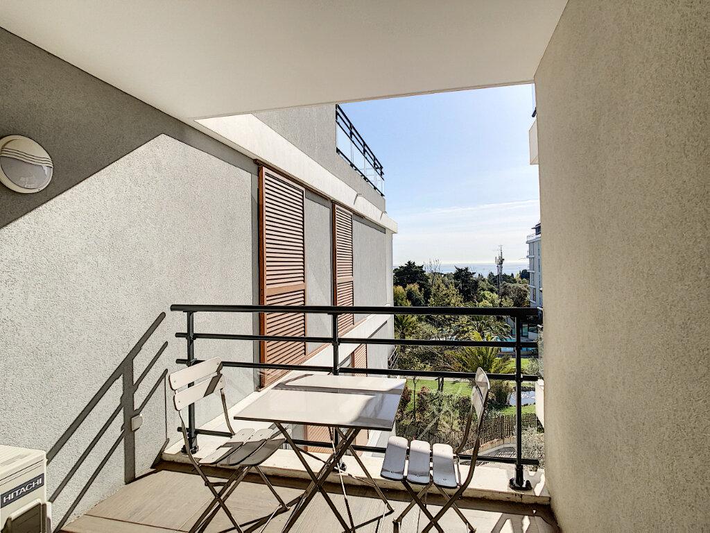 Appartement à louer 1 31m2 à Antibes vignette-4