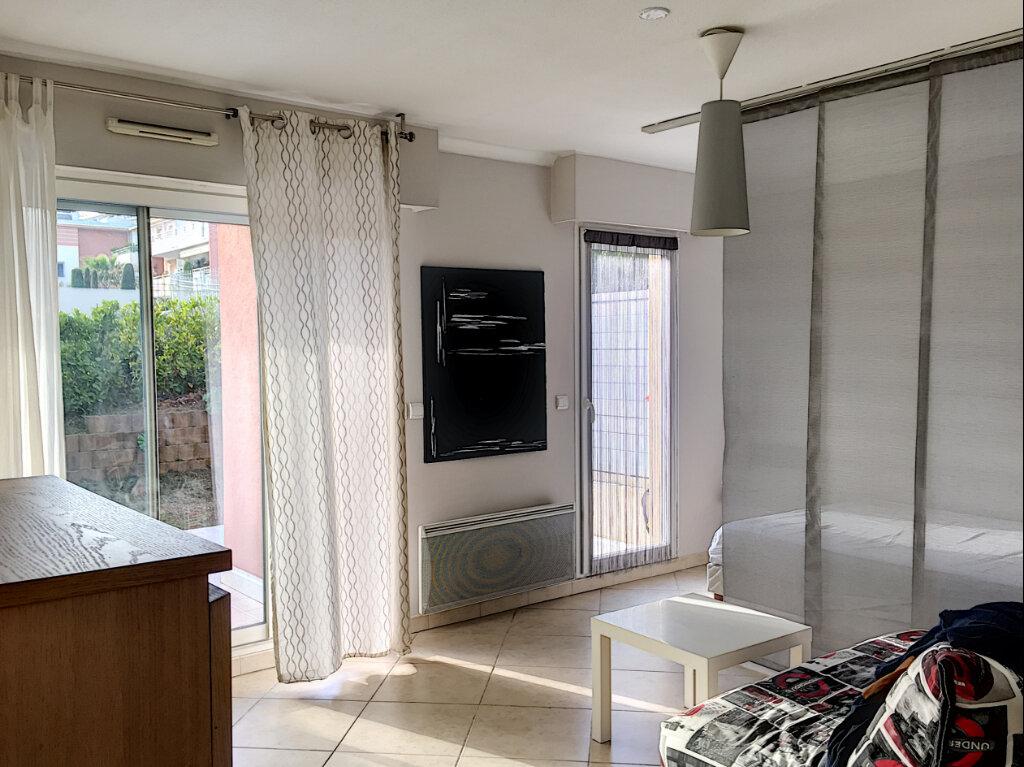 Appartement à louer 2 31.43m2 à Saint-Laurent-du-Var vignette-1