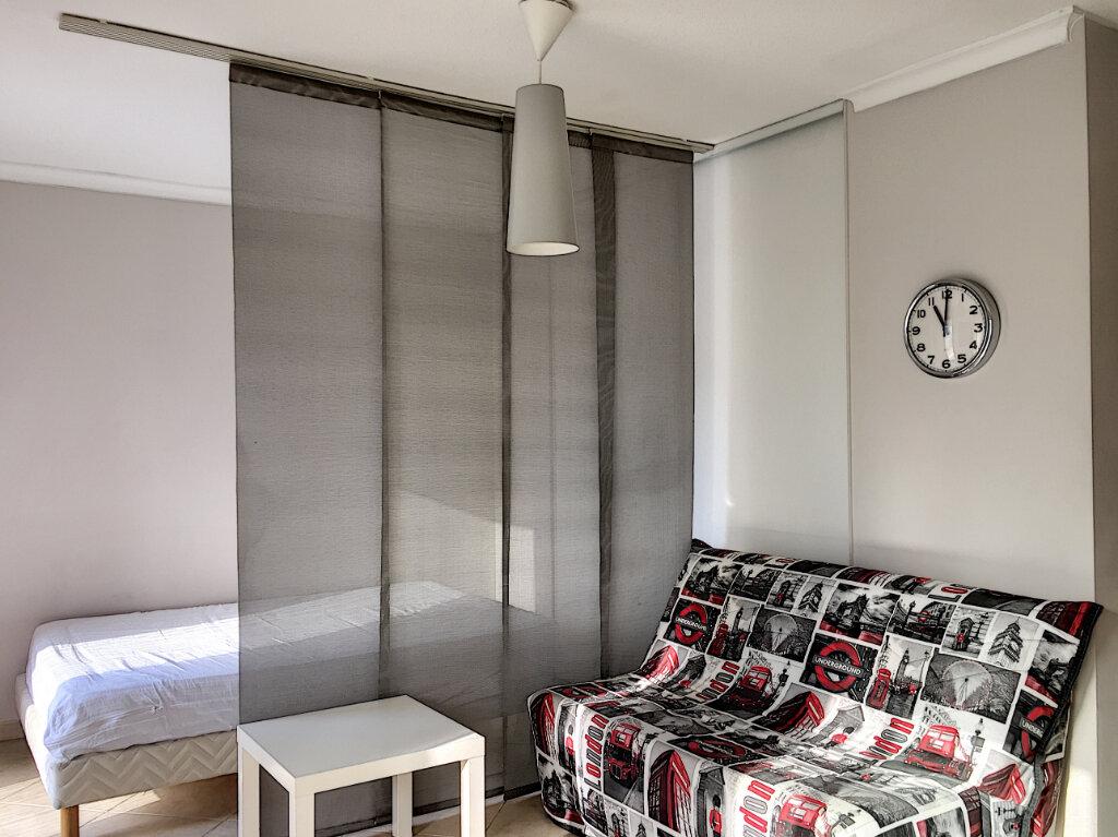 Appartement à louer 2 31.43m2 à Saint-Laurent-du-Var vignette-2