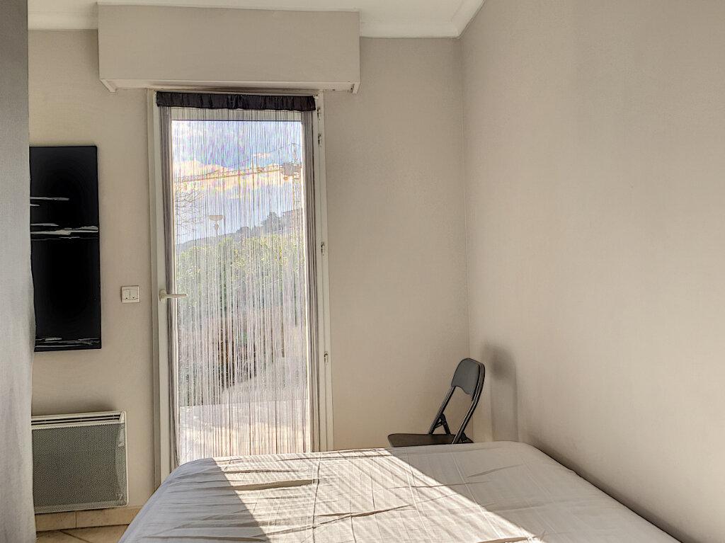 Appartement à louer 2 31.43m2 à Saint-Laurent-du-Var vignette-3