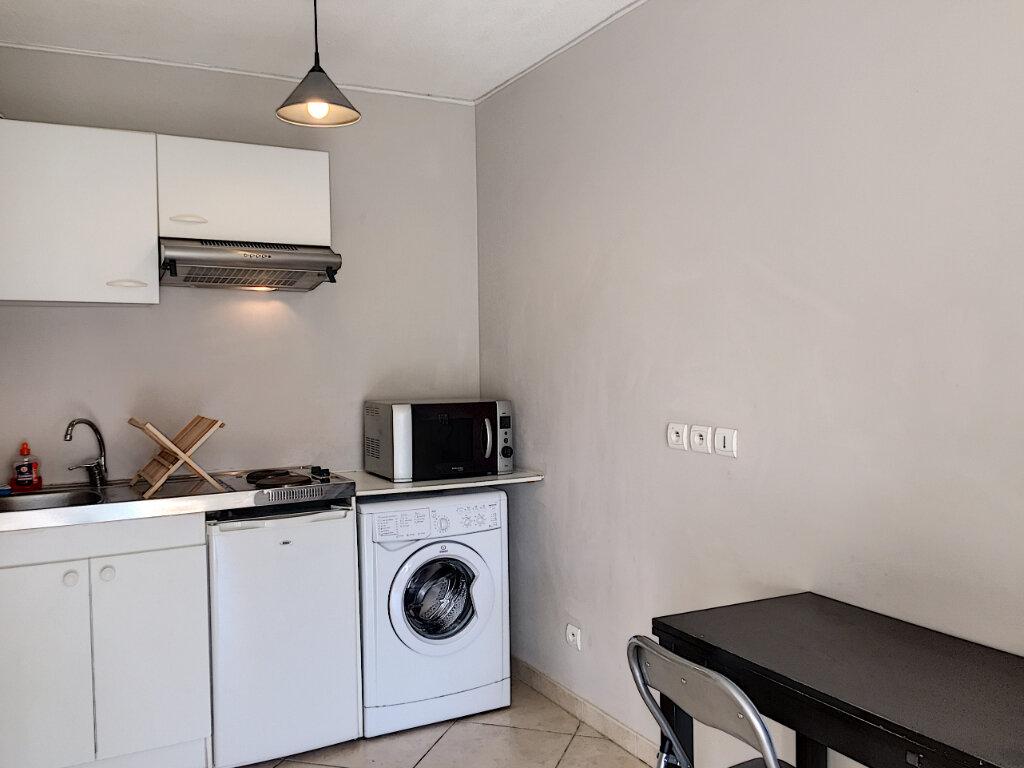 Appartement à louer 2 31.43m2 à Saint-Laurent-du-Var vignette-4