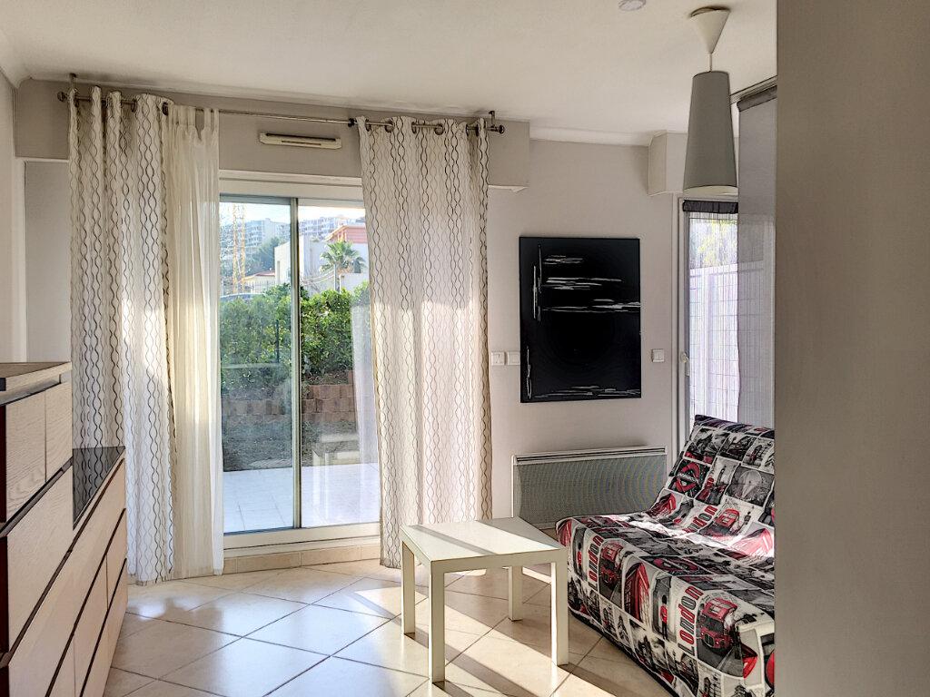 Appartement à louer 2 31.43m2 à Saint-Laurent-du-Var vignette-6