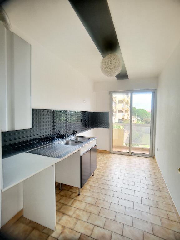 Appartement à louer 2 50m2 à Antibes vignette-4