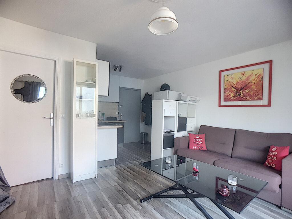 Appartement à louer 1 26m2 à Antibes vignette-1