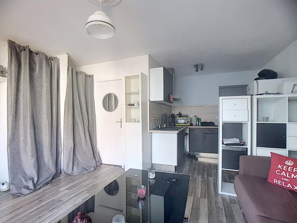 Appartement à louer 1 26m2 à Antibes vignette-3