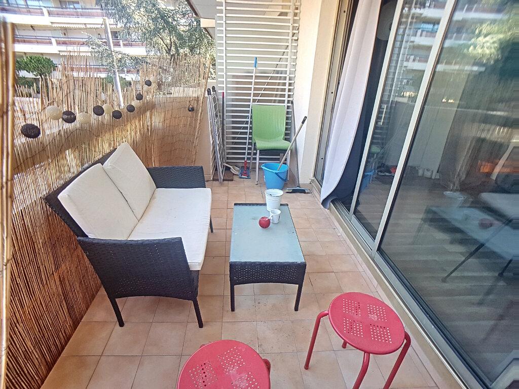 Appartement à louer 1 26m2 à Antibes vignette-5