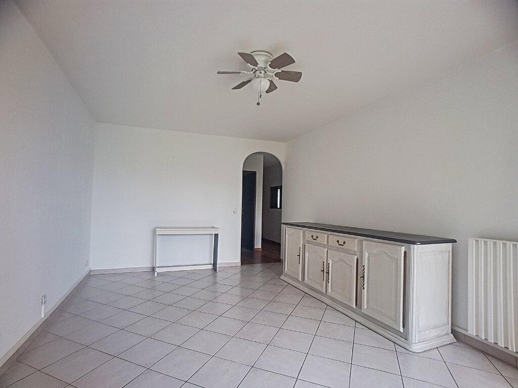 Appartement à louer 3 67.71m2 à Antibes vignette-2