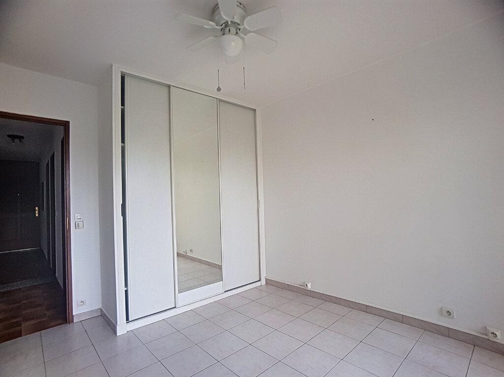 Appartement à louer 3 67.71m2 à Antibes vignette-3