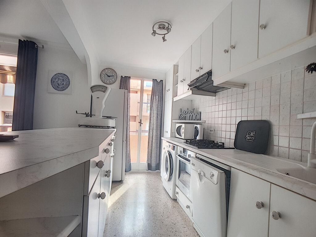 Appartement à louer 2 57.04m2 à Golfe Juan - Vallauris vignette-2