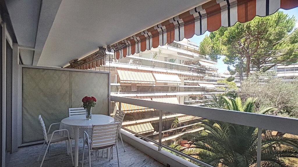 Appartement à louer 1 33m2 à Juan-les-Pins - Antibes vignette-1