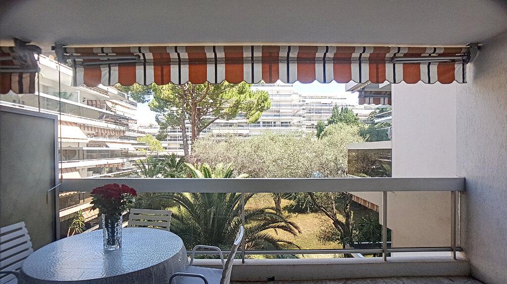 Appartement à louer 1 33m2 à Juan-les-Pins - Antibes vignette-2