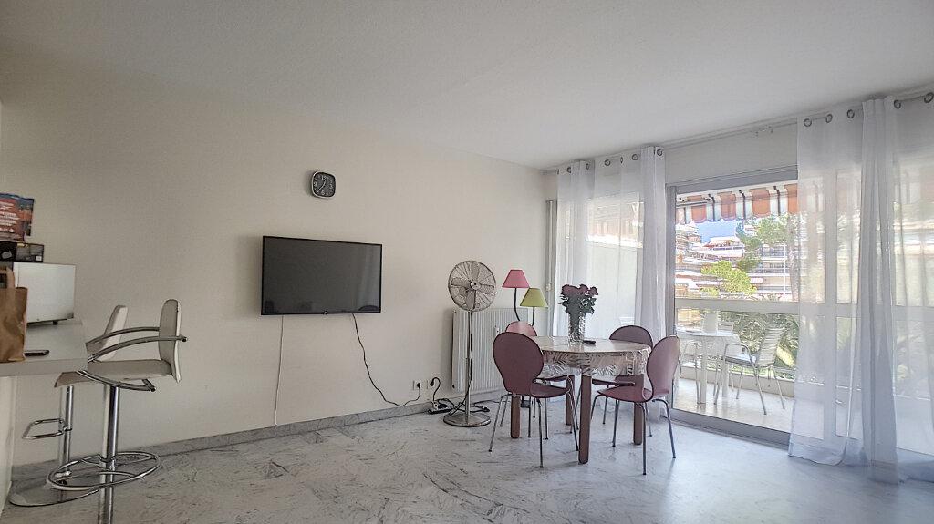 Appartement à louer 1 33m2 à Juan-les-Pins - Antibes vignette-4
