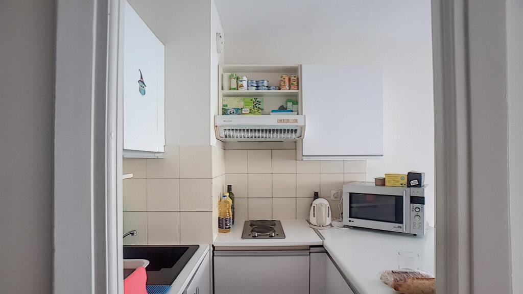 Appartement à louer 1 33m2 à Juan-les-Pins - Antibes vignette-5
