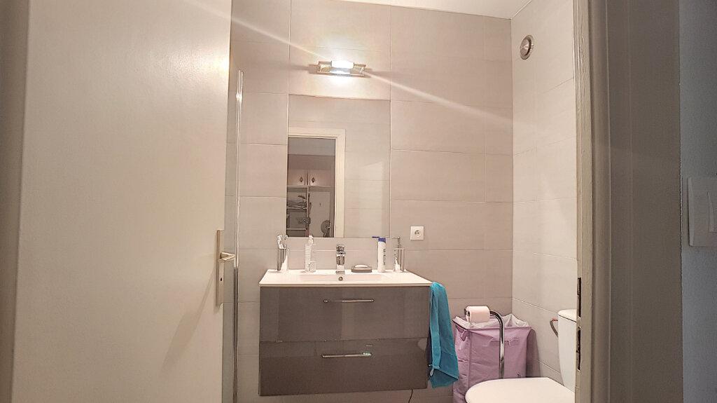 Appartement à louer 1 33m2 à Juan-les-Pins - Antibes vignette-6