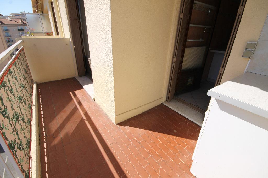 Appartement à louer 2 38.83m2 à Cannes vignette-2