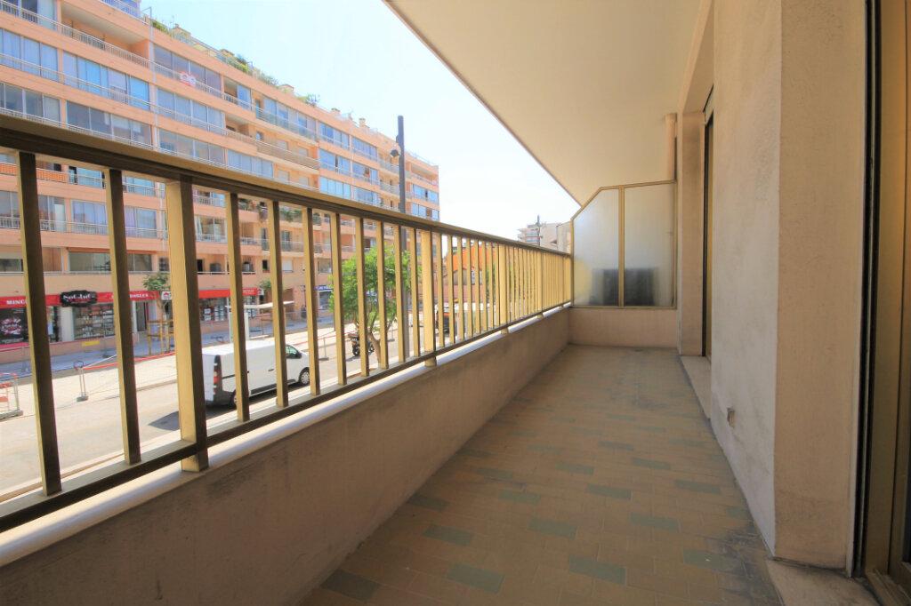 Appartement à louer 1 32.24m2 à Cannes vignette-1