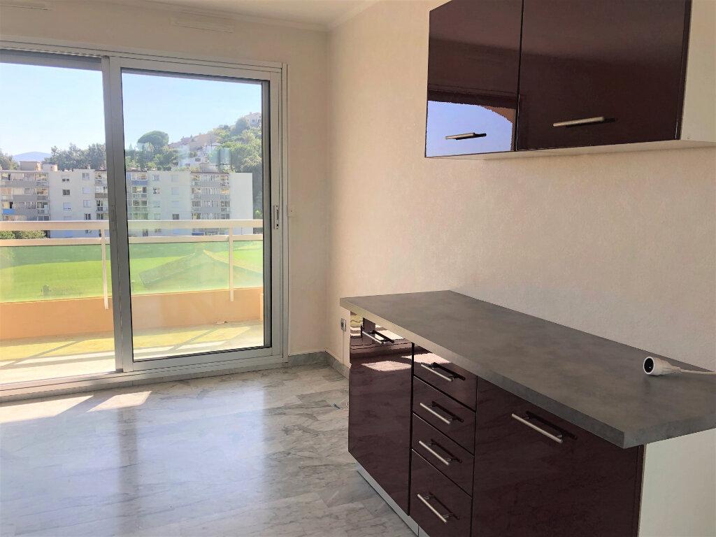 Appartement à louer 1 26.39m2 à Cannes vignette-4