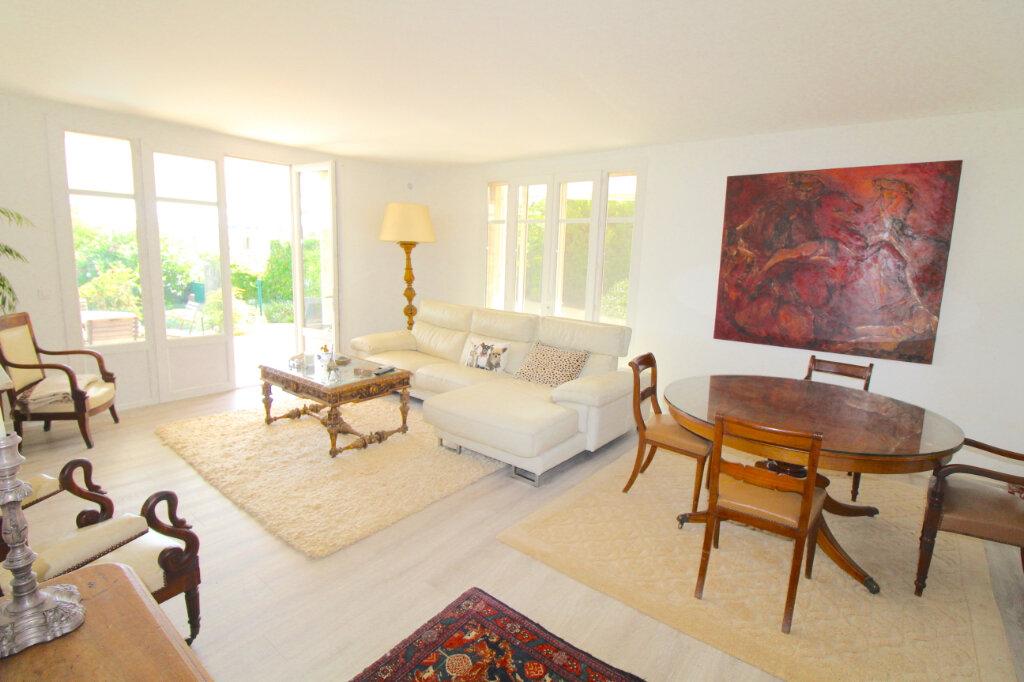 Appartement à vendre 4 132m2 à Cannes vignette-3