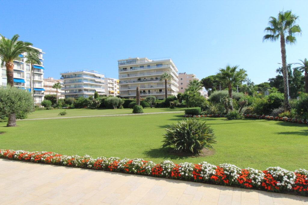 Appartement à vendre 3 106.79m2 à Cannes vignette-1