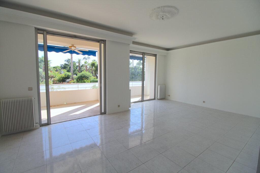 Appartement à vendre 3 106.79m2 à Cannes vignette-2