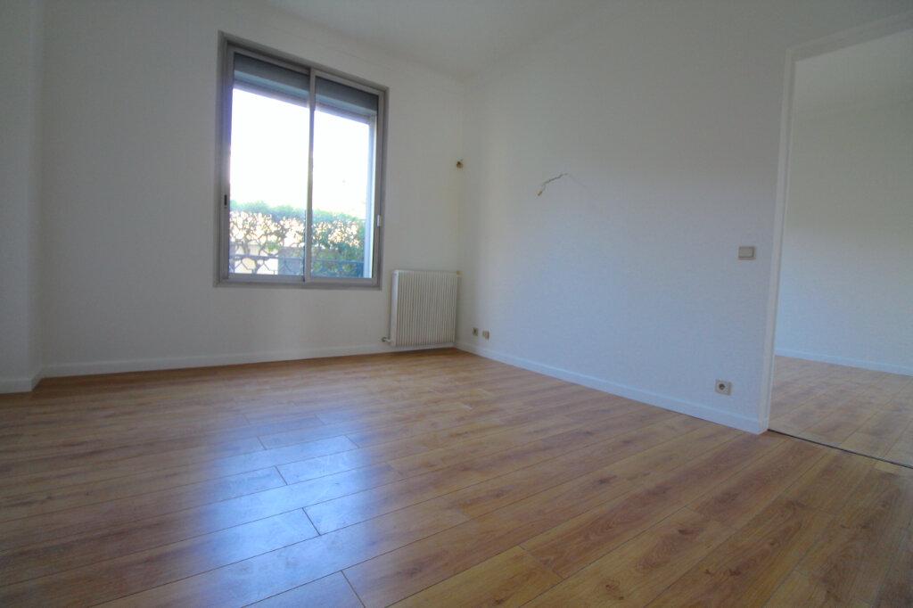 Appartement à vendre 3 106.79m2 à Cannes vignette-3