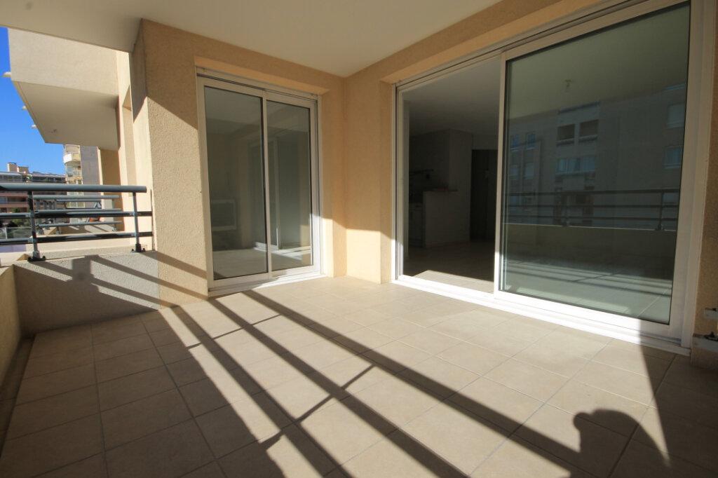 Appartement à louer 2 38.14m2 à Cannes vignette-2