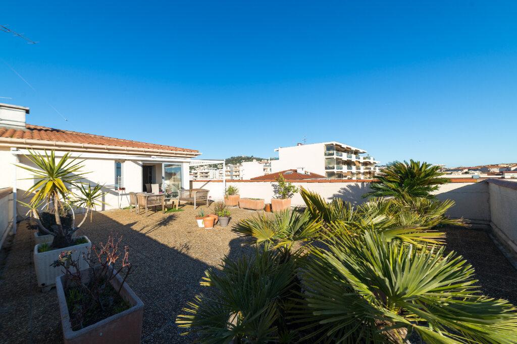 Appartement à vendre 4 98.13m2 à Cannes vignette-3