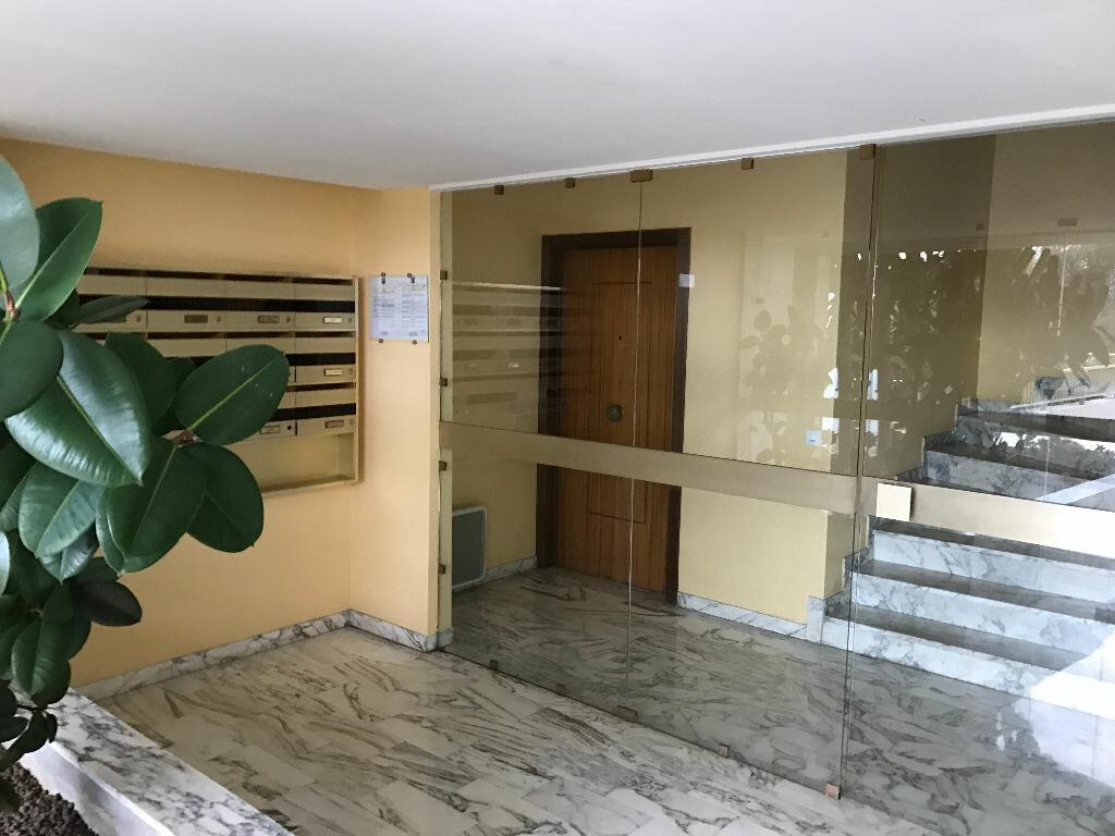 Appartement à louer 1 20.01m2 à Antibes vignette-11