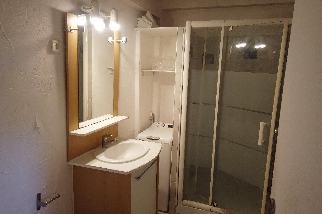 Appartement à louer 1 21.68m2 à Antibes vignette-3