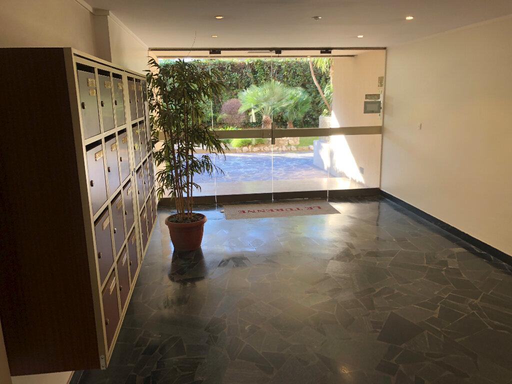 Appartement à louer 1 21.68m2 à Antibes vignette-5