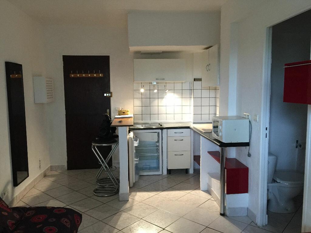 Appartement à louer 1 21.68m2 à Antibes vignette-7